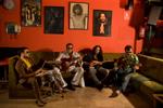 15 - La Banda del dr. Juantxi asseguts en un sofà. JPG RGB 240ppp 310 KB